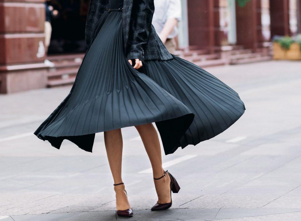 buty do plisowanej spódnicy